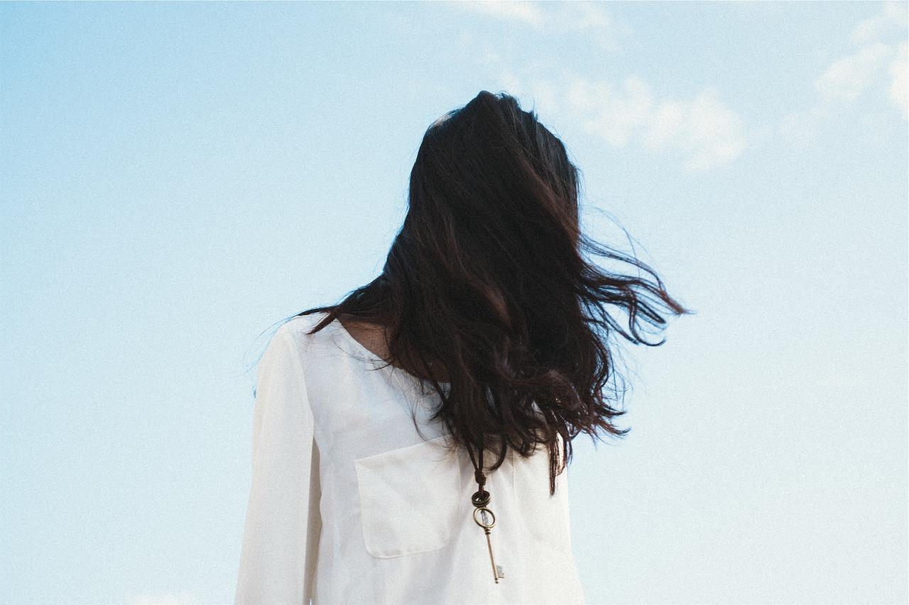 Przedłużenia włosów wyglądają niesamowicie naturalnie