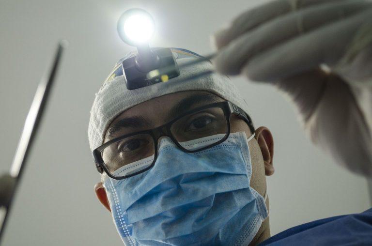Jak zadbać o dobry stan naszych zębów?